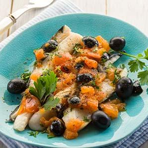 Morue fraîche, confiture méditerranéenne et poivres variés