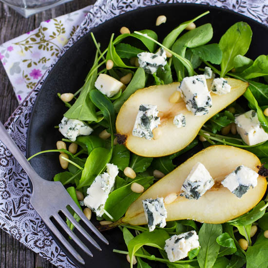 Grilled pears with blue cheese