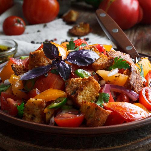 Panzanella estivale à la pastèque, aux olives et câpres